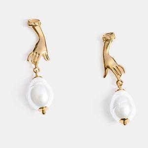 HOST PICK ⭐️ S925 hand pearl earrings